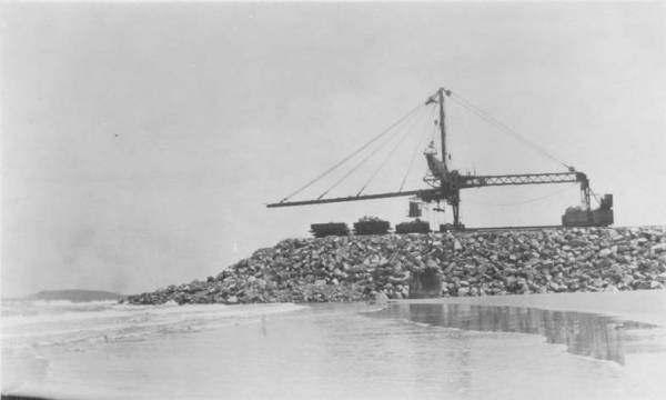 The Telpher crane constructing the southern breakwall. NQBP Collection